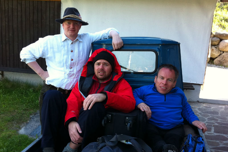 "Strobl Alexander with Pilkington Karl and Warwick Davis in ""An idiot abroad"""
